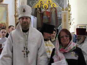 награждение епархиальной медалью третьей степени швеи-вышивальщицы Татьаны Железновой на престольный праздник - 24 мая 2020 года